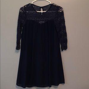 Quarter-length-sleeved dress
